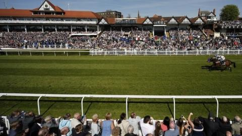 No Heretic and Nakeeta fought out a photo finish at Chester