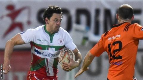 Nick De Luca (left) in action for Biarritz