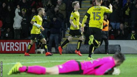 Matt Palmer (centre) celebrates