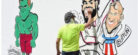 An artist draws a caricature of Fernando Alonso