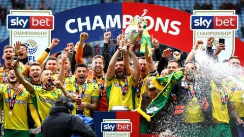 Norwich City celebrate winning the 2018-19 Championship title