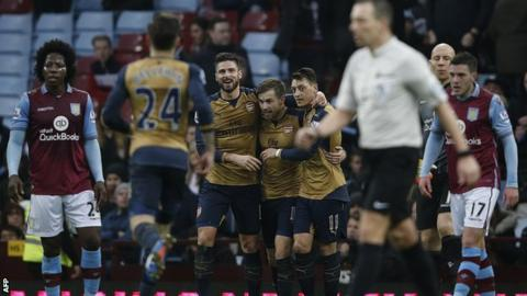 Arsenal players celebrate Aaron Ramsey's goal