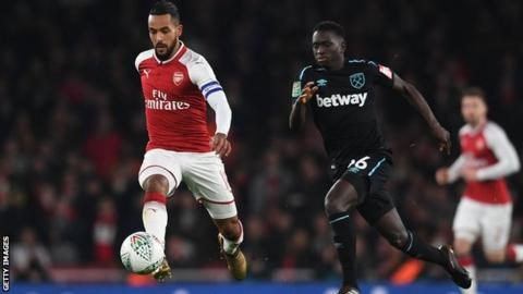 Domingos Quina chases Theo Walcott