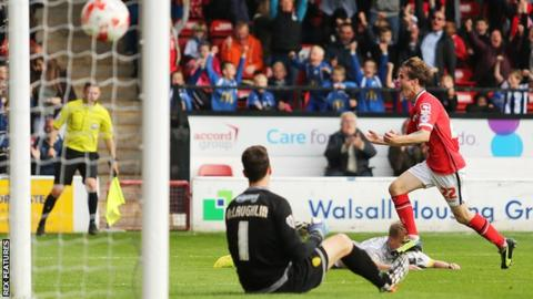 Liam Kinsella scores past Jon McLaughlin
