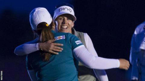 Pernilla Lindberg and Inbee Park embrace