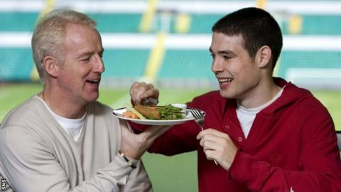 Tommy Burns and Darren O'Dea during a healthy eating campaign by Celtic