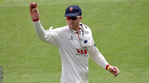 In claiming his 11th 'five-fer' for Essex, Simon Harmer went past 100 first-class wickets at Chelmsford