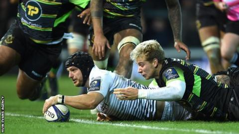 Dan Evans reaches out to score for Ospreys