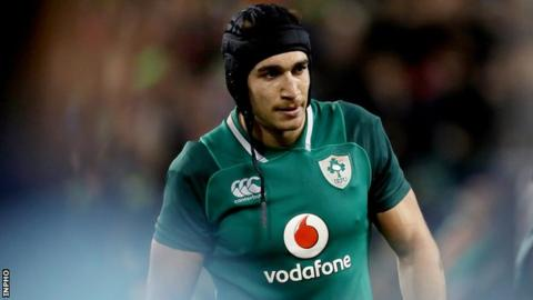 Ireland lock Ultan Dillane has agreed a new contract to remain at Connacht