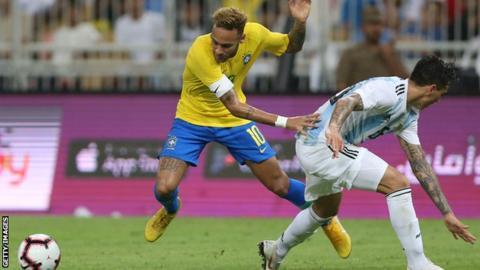 Neymar beats his man