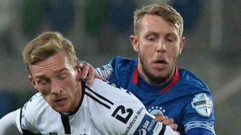 Linfield and Dundalk will meet in the second leg at Oriel Park on Monday night
