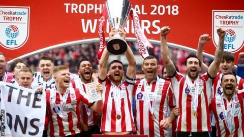 Lincoln City win the Checkatrade Trophy.