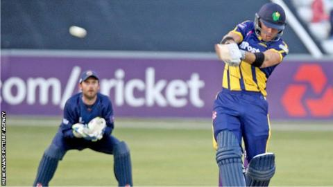Colin Ingram hits out against Essex