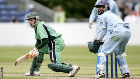 Ireland's Niall O'Brien and India's Dinesh Karthik during the 2007 ODI at Stormont