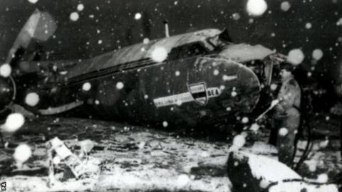The wreckage of the Airspeed Ambassador in Munich