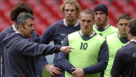 Nigel Davies takes a Wales coaching session in 2007