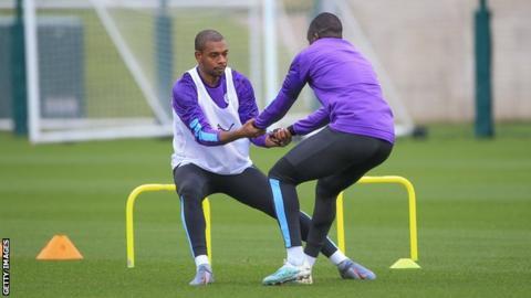 Fernandinho (left) in training