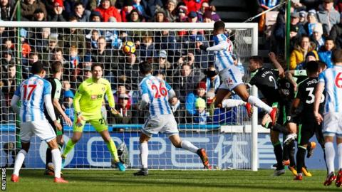 Steve Mounie rises to head home