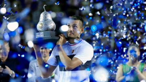 "Australian tennis player Nick Kyrgios celebrates with the trophy after winning the men""s final of the Mexican Tennis Open in Acapulco, Mexico, 02 March 2019. EPA/DAVID GUZMAN CORIRGE NACIONALIDAD DE ZVEREV"