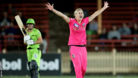 Women's Big Bash League: Ellyse Perry stars as Sydney Sixers beat Sydney Thunder