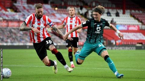Conor Gallagher takes on Pontis Jansson