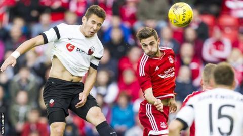 Aberdeen defender Graeme Shinnie in action