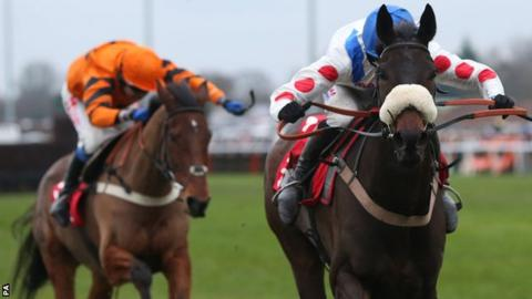 Thistlecrack and Clan des Obeaux battle to the line