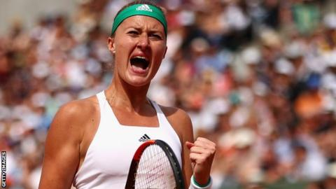Kristina Mladenovic beats Garbine Muguruza at the French Open