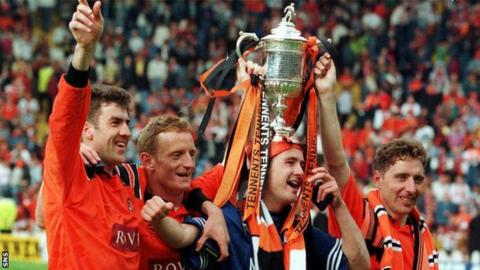 Dundee United celebrate winning the Scottish Cup in 1994