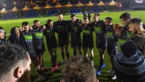 Glasgow Warriors players huddle