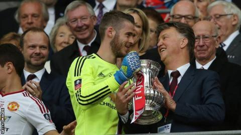 Louis van Gaal and David de Gea celebrate the FA Cup win of 2016, with Ed Woodward, Sir Alex Ferguson and Sir Bobby Charlton watching on