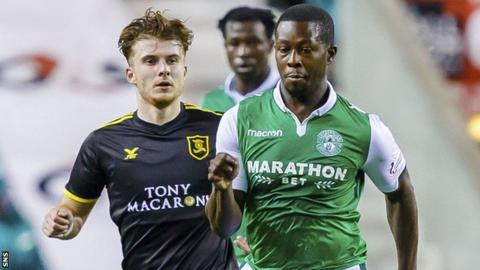 Marvin Bartley playing for Hibernian against Livingston in 2017