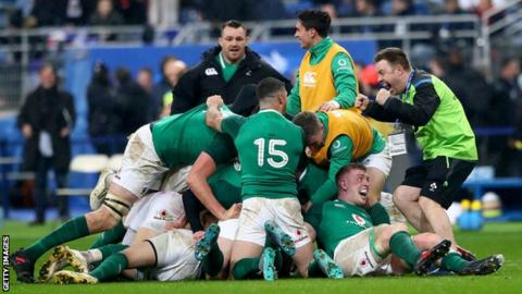Ireland celebrated a 15-13 win over France