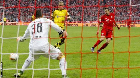 Robert Lewandowski scores Bayern Munich's fourth goal