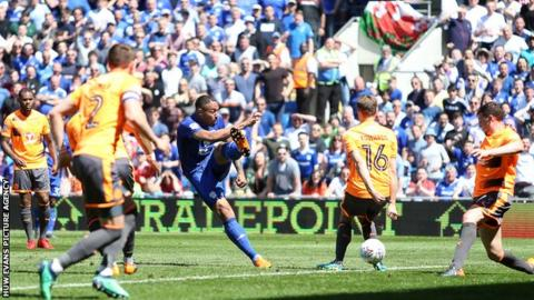 Kenneth Zohore unleashes a shot as Cardiff strive to break through a stubborn Reading rearguard
