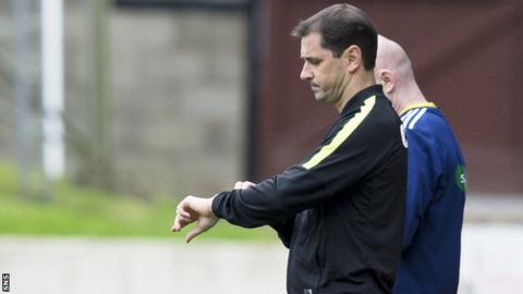 Jackie McNamara looks concerned on the Dundee United touchline