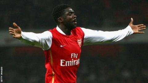 科洛·杜尔(Kolo Toure)在为阿森纳(Arsenal)效力时庆祝