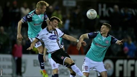 Dundalk's man-of-the-match Ronan Finn challenges for the ball with Derry pair Harry Monaghan and Conor McCormack