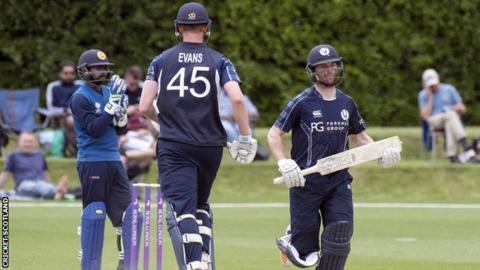 Craig Wallace and Alasdair Evans put on a 46-run partnership for the eighth wicket