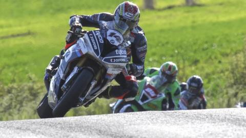 Dan Kneen on the way to winning the feature Superbike race at the Tandragee 100