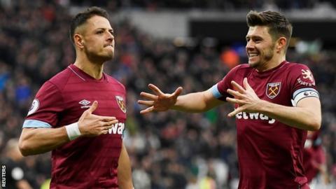 Javier Hernandez celebrates West Ham win