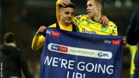 Norwich City promotion party stalls as bus breaks down