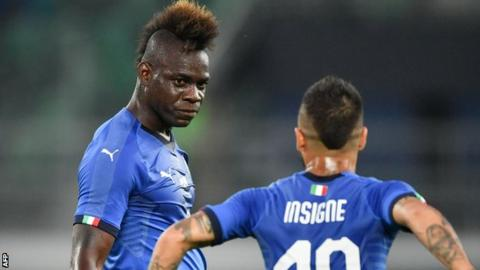 Balotelli praised for reacting to racist Italy fans' banner | AP sports