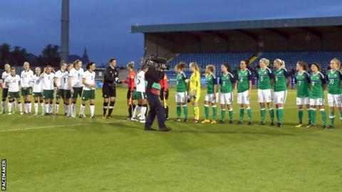 Northern Ireland and Republic of Ireland women's teams at Mourneview Park, 19 September 2017