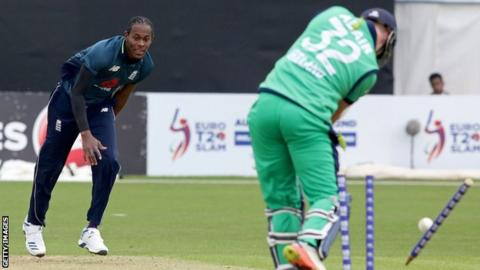 England´s Archer stars again before rain halts Pakistan ODI