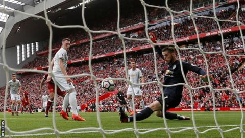 Manchester United keeper David de Gea makes a save against Liverppol