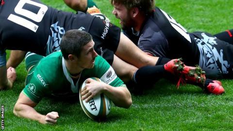 Brendan McKibbin scores a try for London Irish