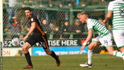Ben Tozer of Newport County beats Sam Surridge of Yeovil Town to a loose ball