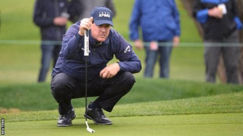 Mickelson maintains Desert Classic lead