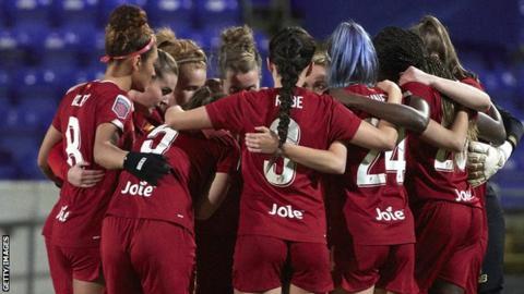 sports Liverpool women huddle